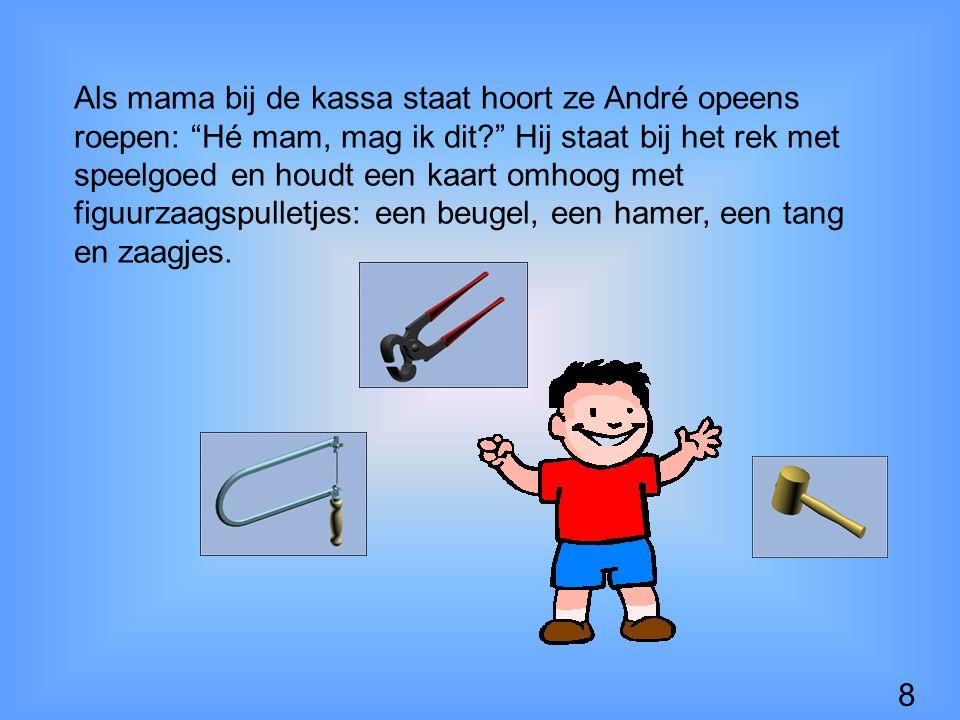 Als mama bij de kassa staat hoort ze André opeens roepen: Hé mam, mag ik dit? Hij staat bij het rek met speelgoed en houdt een kaart omhoog met figuurzaagspulletjes: een beugel, een hamer, een tang en zaagjes.