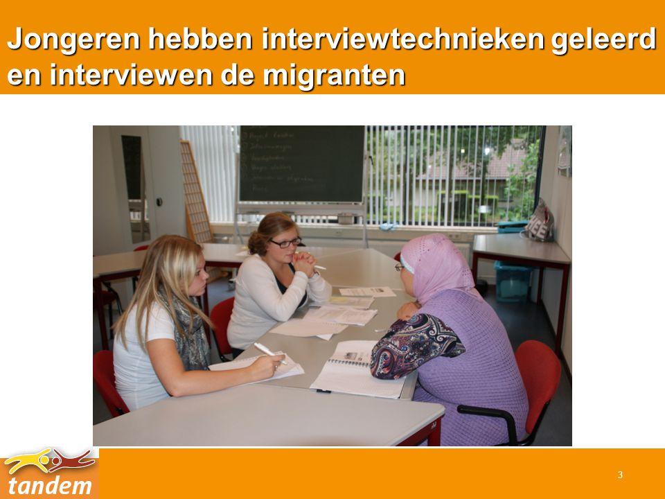 Jongeren hebben interviewtechnieken geleerd en interviewen de migranten 3