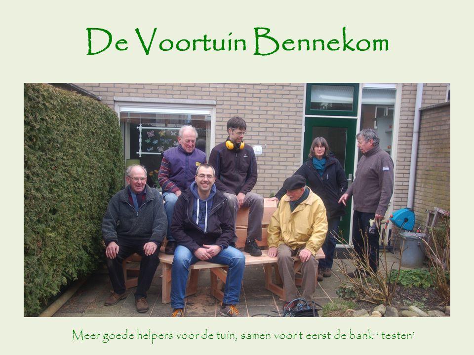 De Voortuin Bennekom Meer goede helpers voor de tuin, samen voor t eerst de bank ' testen'
