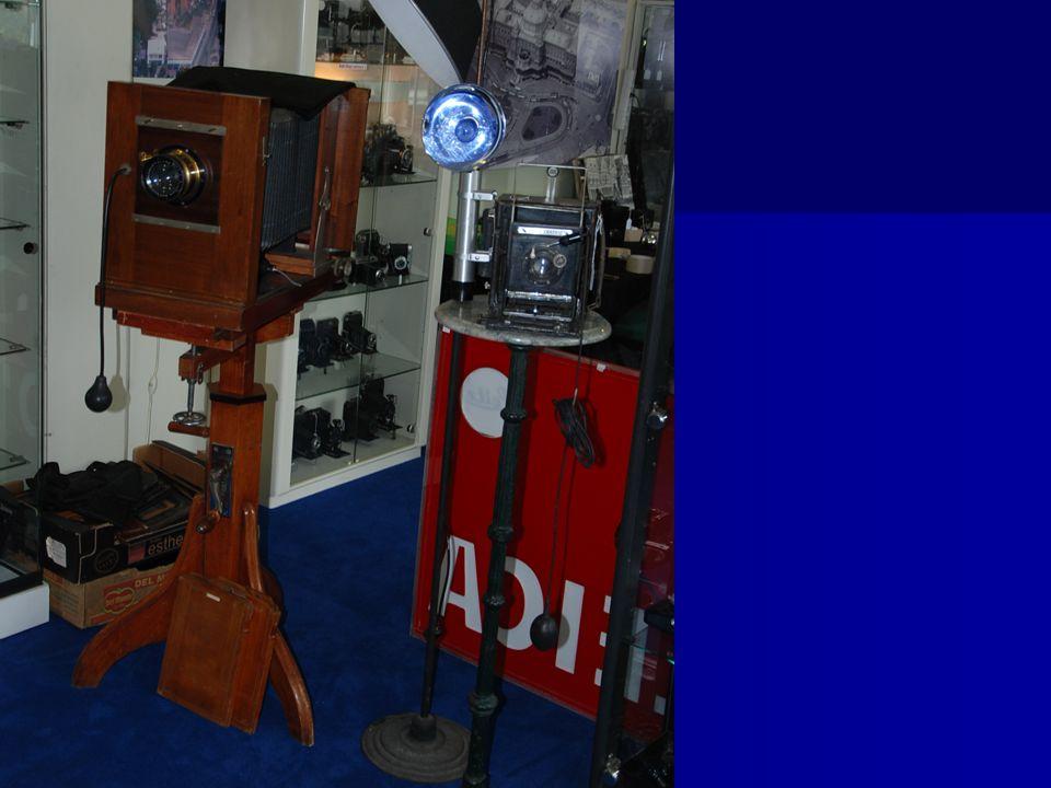 Ook zijn er veel houten camera ' s te zien van begin vorige eeuw! Fotografica Museum Zoetermeer