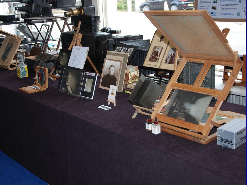 Tevens zijn er veel glasnegatieven, foto ' s en dia ' s te zien met ook hoe ze bewerkt konden worden! Fotografica Museum Zoetermeer
