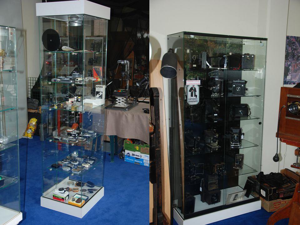 Vitrines waarin veel modellen en merken zijn geplaatst Fotografica Museum Zoetermeer