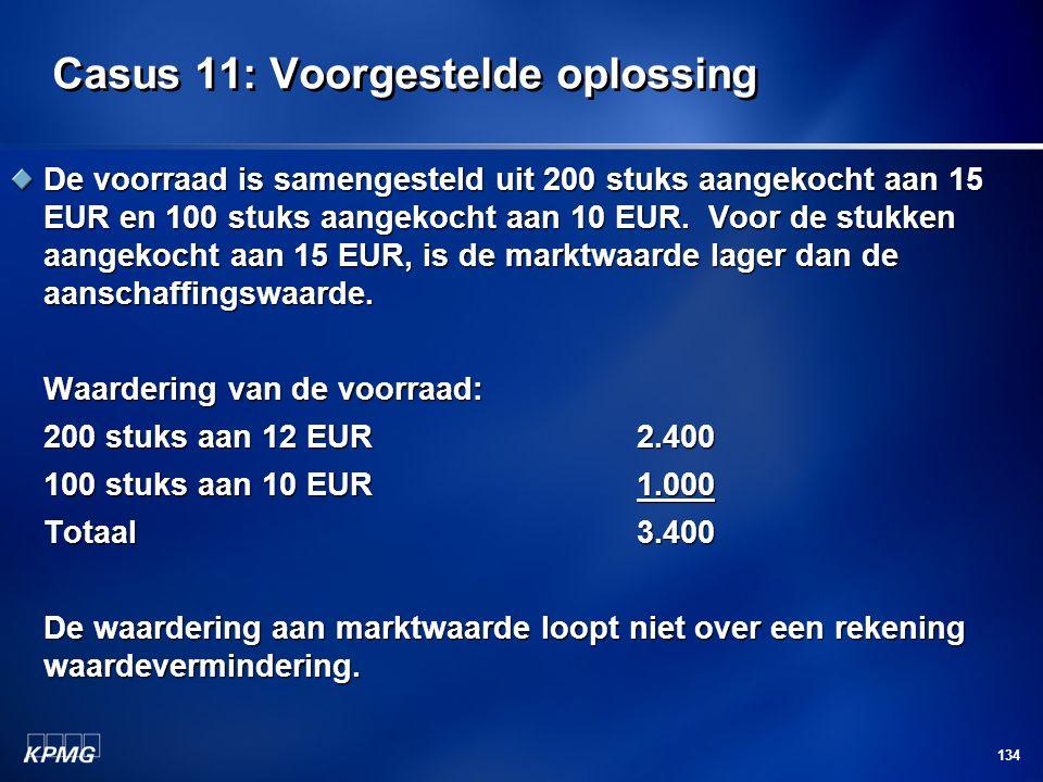 134 Casus 11: Voorgestelde oplossing De voorraad is samengesteld uit 200 stuks aangekocht aan 15 EUR en 100 stuks aangekocht aan 10 EUR. Voor de stukk