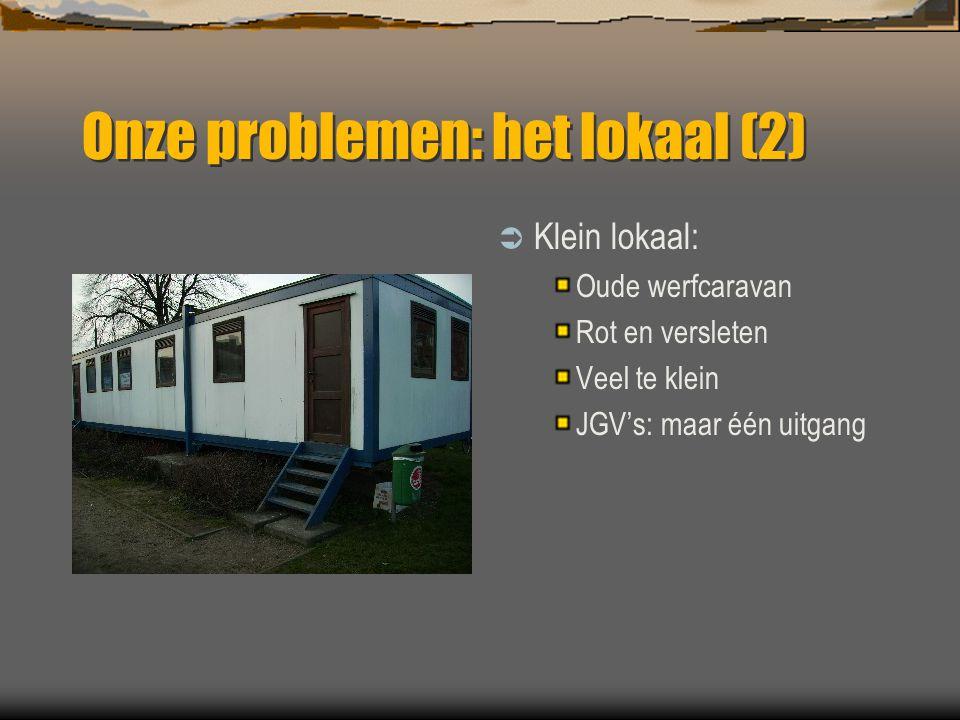 Onze problemen: het lokaal (2)  Klein lokaal: Oude werfcaravan Rot en versleten Veel te klein JGV's: maar één uitgang