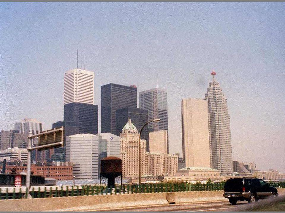 CN toren 553 Mtr. hoog
