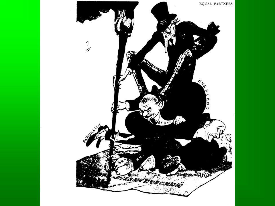 KOUDE OORLOG •Definitie: Toestand van hevige spanning tussen de supermachten VS en USSR, waarbij ze elkaar (nog) niet met wapens maar met andere middelen (econ., pol.