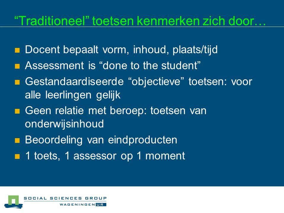 """""""Traditioneel"""" toetsen kenmerken zich door…  Docent bepaalt vorm, inhoud, plaats/tijd  Assessment is """"done to the student""""  Gestandaardiseerde """"obj"""