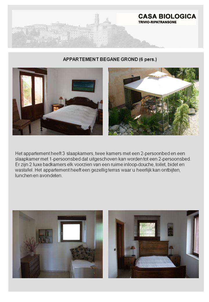 Het appartement heeft 3 slaapkamers, twee kamers met een 2-persoonbed en een slaapkamer met 1-persoonsbed dat uitgeschoven kan worden tot een 2-persoonsbed.