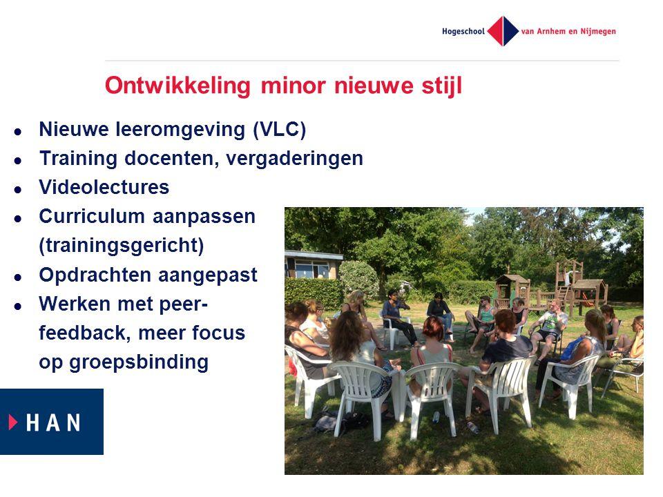 Ontwikkeling minor nieuwe stijl  Nieuwe leeromgeving (VLC)  Training docenten, vergaderingen  Videolectures  Curriculum aanpassen (trainingsgericht)  Opdrachten aangepast  Werken met peer- feedback, meer focus op groepsbinding