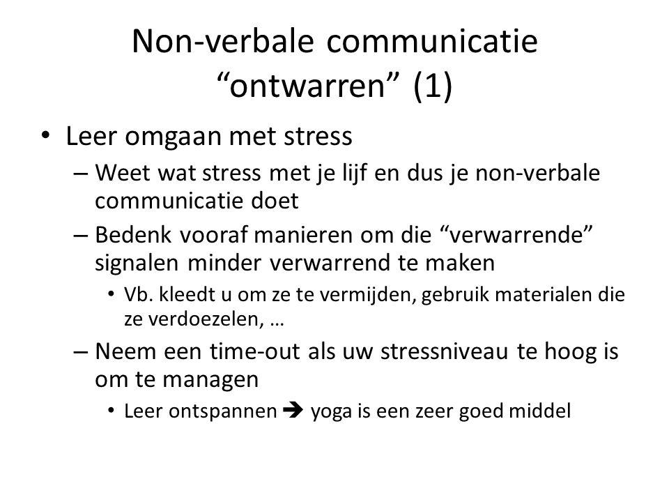 """Non-verbale communicatie """"ontwarren"""" (1) • Leer omgaan met stress – Weet wat stress met je lijf en dus je non-verbale communicatie doet – Bedenk voora"""