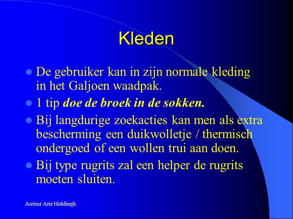 Auteur Arie Hiddingh Kleden  De gebruiker kan in zijn normale kleding in het Galjoen waadpak.  1 tip doe de broek in de sokken.  Bij langdurige zoe