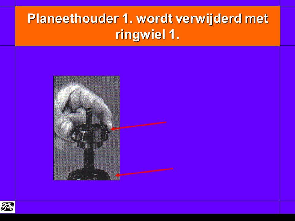 Planeethouder 1. wordt verwijderd met ringwiel 1.