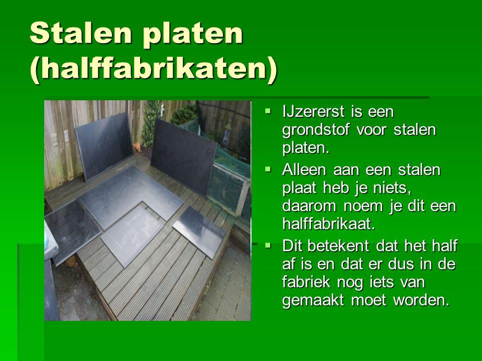 Stalen platen (halffabrikaten)  IJzererst is een grondstof voor stalen platen.