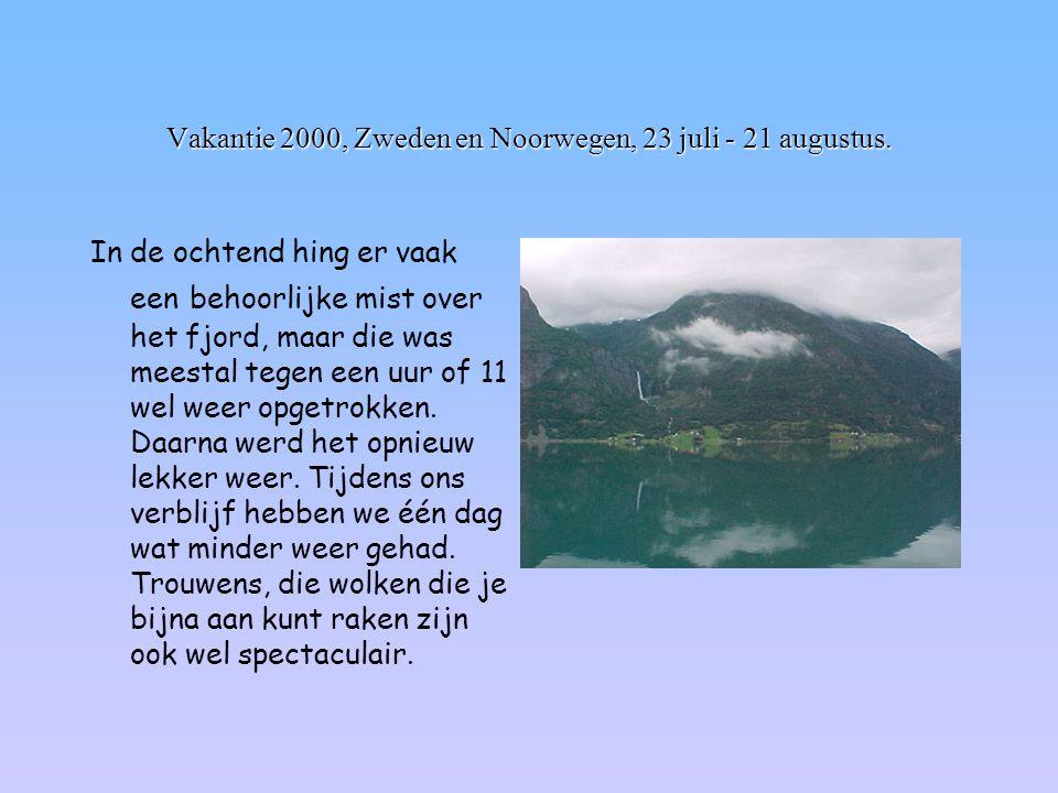 Vakantie 2000, Zweden en Noorwegen, 23 juli - 21 augustus. In de ochtend hing er vaak een behoorlijke mist over het fjord, maar die was meestal tegen