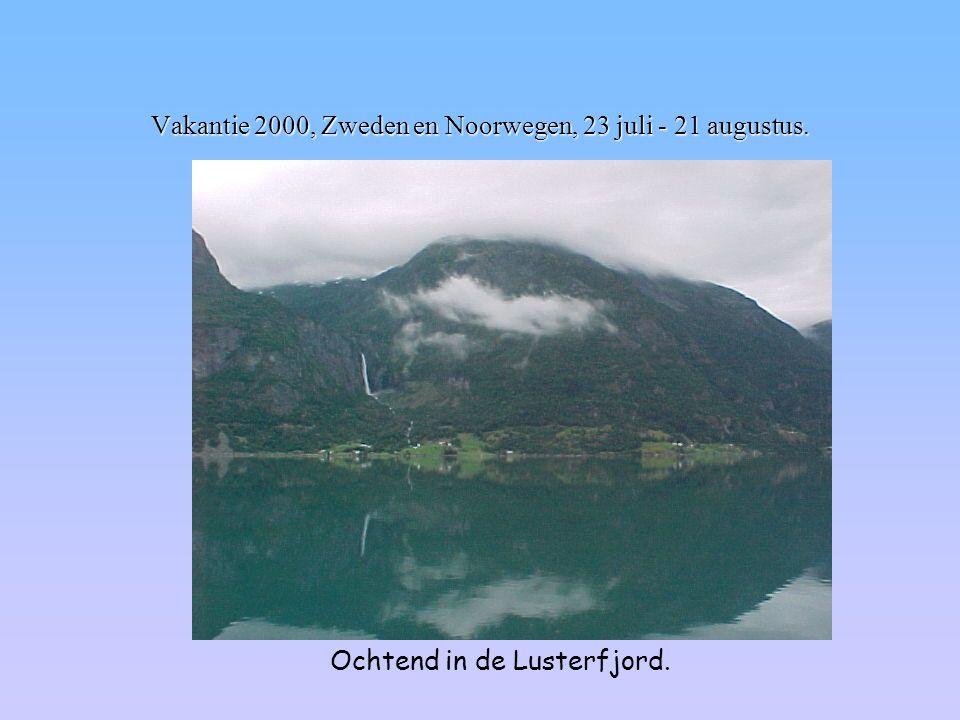 Vakantie 2000, Zweden en Noorwegen, 23 juli - 21 augustus. Ochtend in de Lusterfjord.