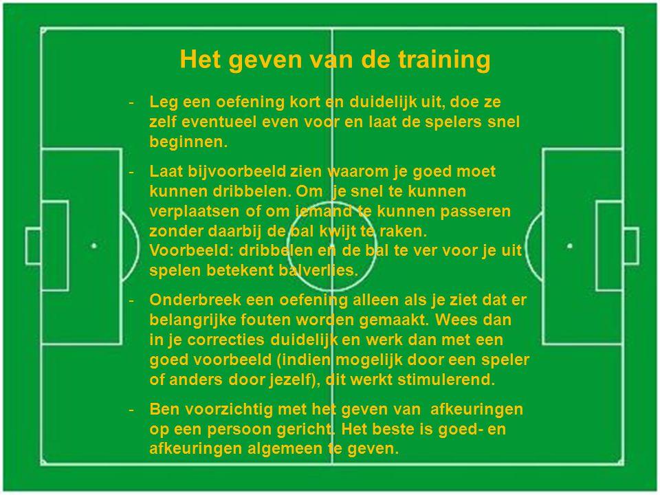 Het geven van de training -Leg een oefening kort en duidelijk uit, doe ze zelf eventueel even voor en laat de spelers snel beginnen.