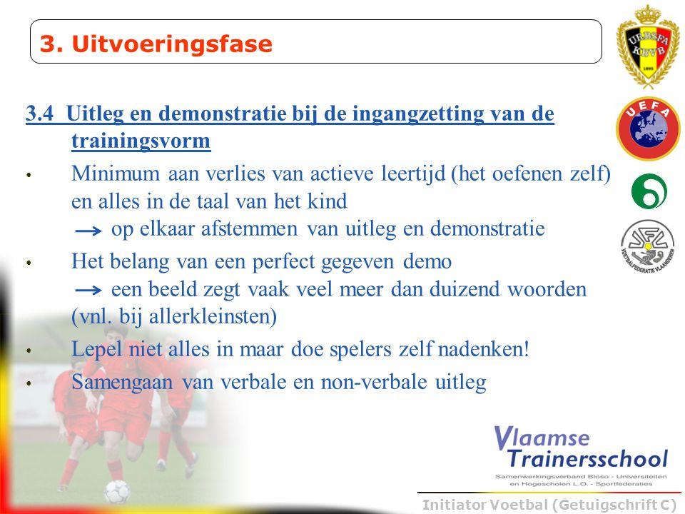 Initiator Voetbal (Getuigschrift C) 3.4 Uitleg en demonstratie bij de ingangzetting van de trainingsvorm • Minimum aan verlies van actieve leertijd (h