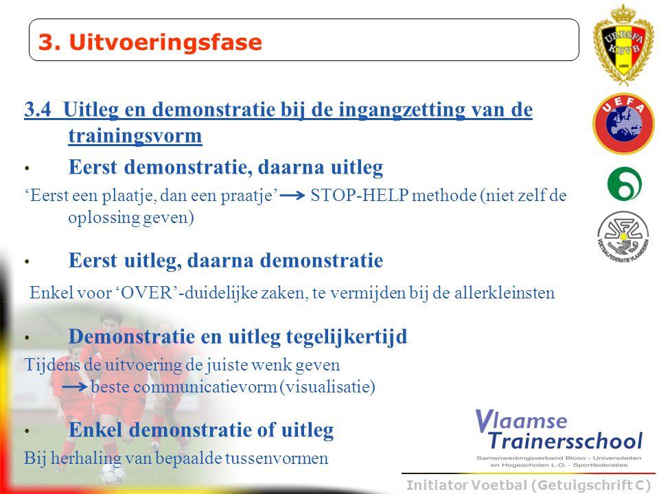 Initiator Voetbal (Getuigschrift C) 3.4 Uitleg en demonstratie bij de ingangzetting van de trainingsvorm • Eerst demonstratie, daarna uitleg 'Eerst ee
