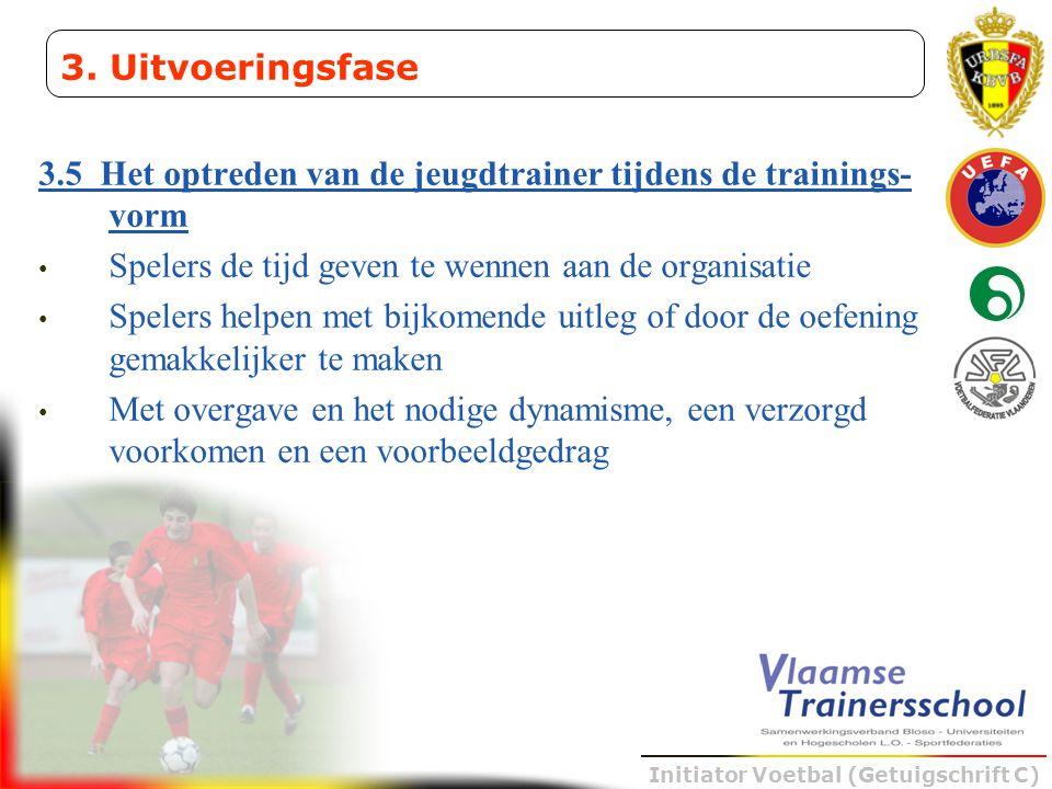 Initiator Voetbal (Getuigschrift C) 3.5 Het optreden van de jeugdtrainer tijdens de trainings- vorm • Spelers de tijd geven te wennen aan de organisat