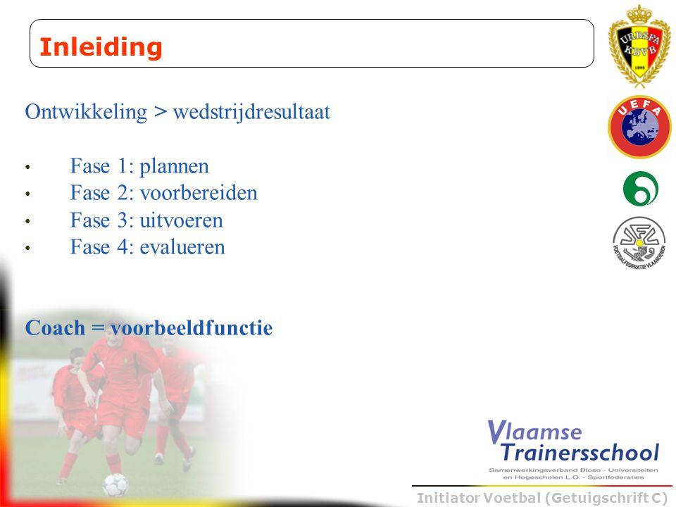 Initiator Voetbal (Getuigschrift C) Ontwikkeling > wedstrijdresultaat • Fase 1: plannen • Fase 2: voorbereiden • Fase 3: uitvoeren • Fase 4: evalueren