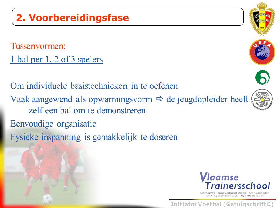 Initiator Voetbal (Getuigschrift C) Tussenvormen: 1 bal per 1, 2 of 3 spelers Om individuele basistechnieken in te oefenen Vaak aangewend als opwarmin
