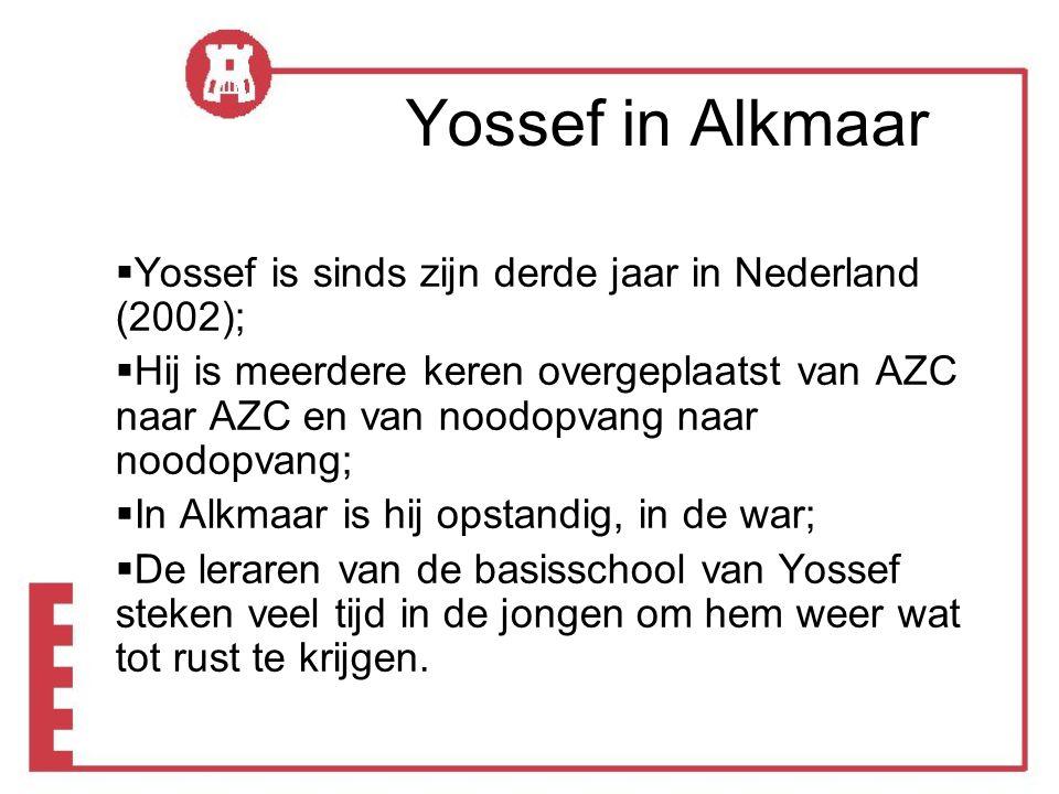 Yossef in Alkmaar  Yossef is sinds zijn derde jaar in Nederland (2002);  Hij is meerdere keren overgeplaatst van AZC naar AZC en van noodopvang naar noodopvang;  In Alkmaar is hij opstandig, in de war;  De leraren van de basisschool van Yossef steken veel tijd in de jongen om hem weer wat tot rust te krijgen.