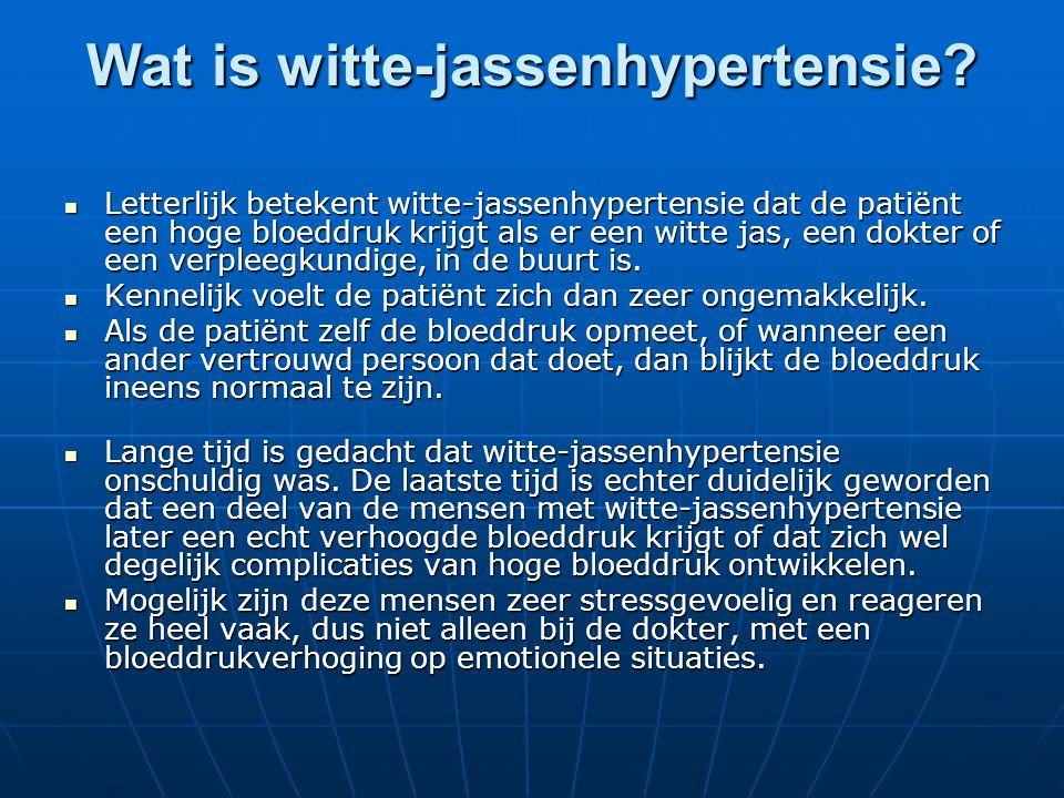 Wat is witte-jassenhypertensie?  Letterlijk betekent witte-jassenhypertensie dat de patiënt een hoge bloeddruk krijgt als er een witte jas, een dokte