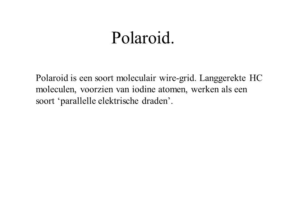 Polaroid. Polaroid is een soort moleculair wire-grid. Langgerekte HC moleculen, voorzien van iodine atomen, werken als een soort 'parallelle elektrisc