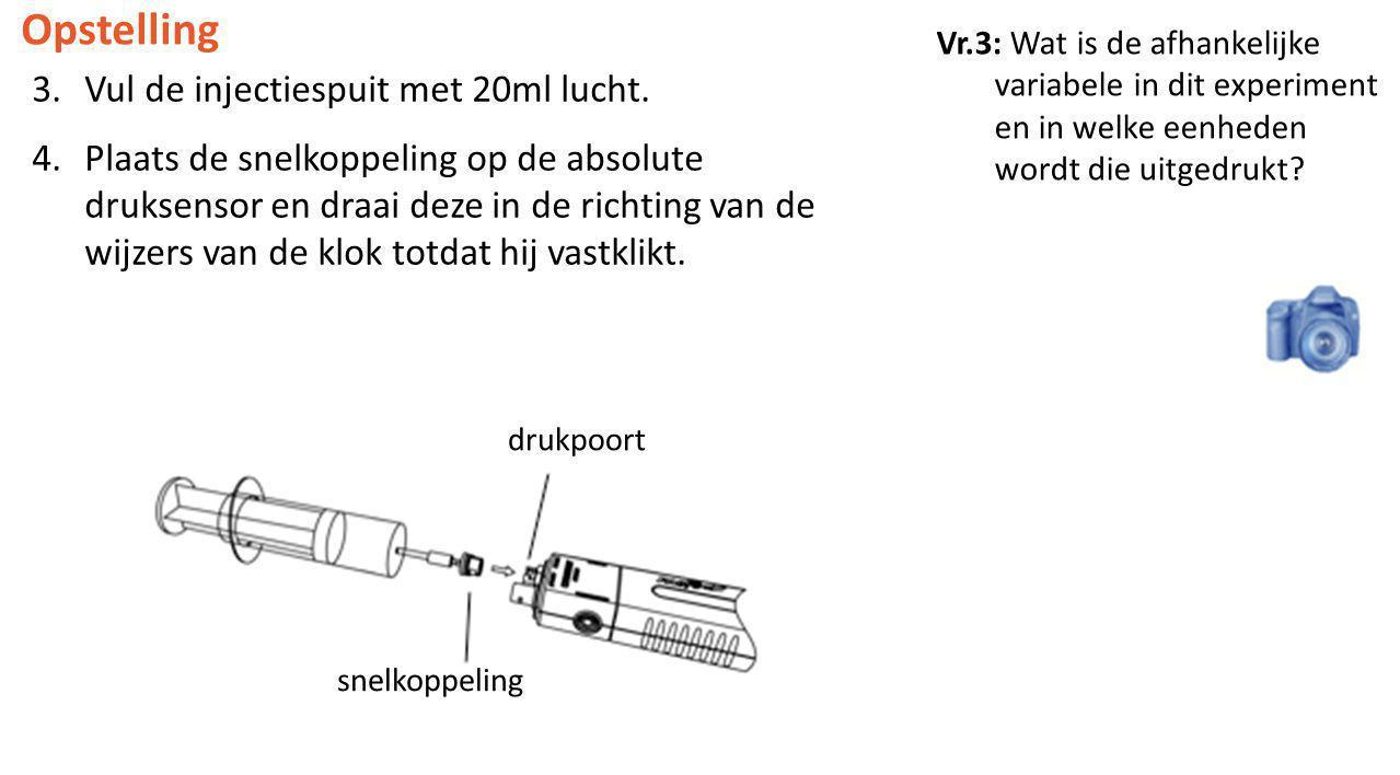 3.Vul de injectiespuit met 20ml lucht. 4.Plaats de snelkoppeling op de absolute druksensor en draai deze in de richting van de wijzers van de klok tot