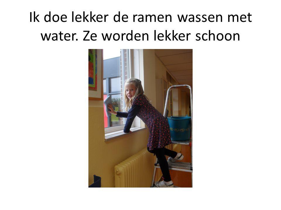 Ik doe lekker de ramen wassen met water. Ze worden lekker schoon