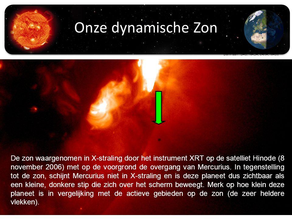 De zon waargenomen in X-straling door het instrument XRT op de satelliet Hinode (8 november 2006) met op de voorgrond de overgang van Mercurius.
