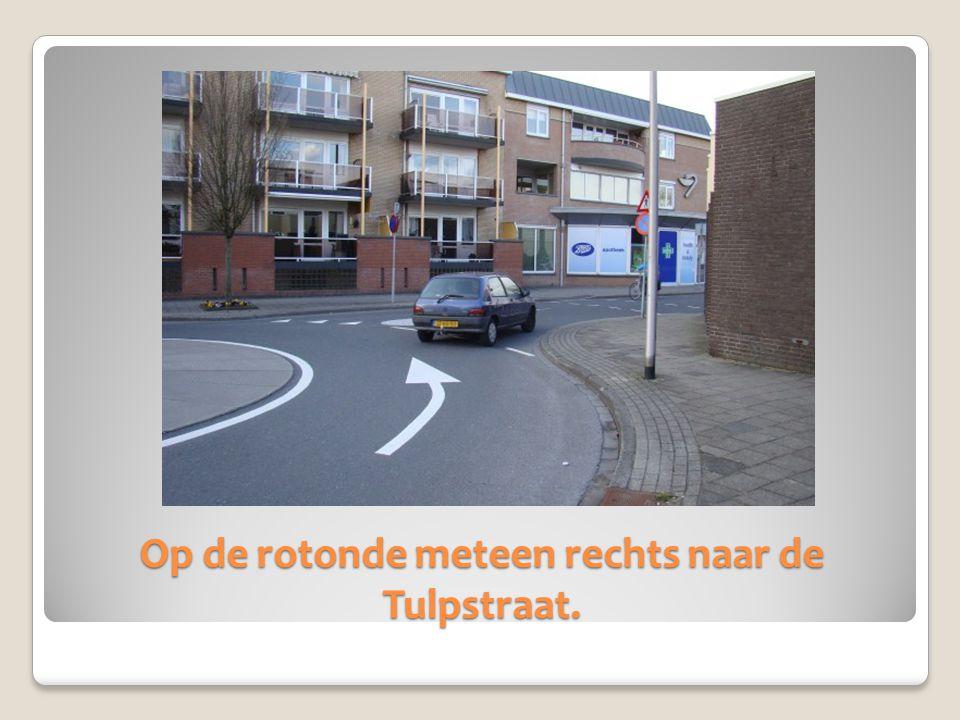 Op de rotonde meteen rechts naar de Tulpstraat.