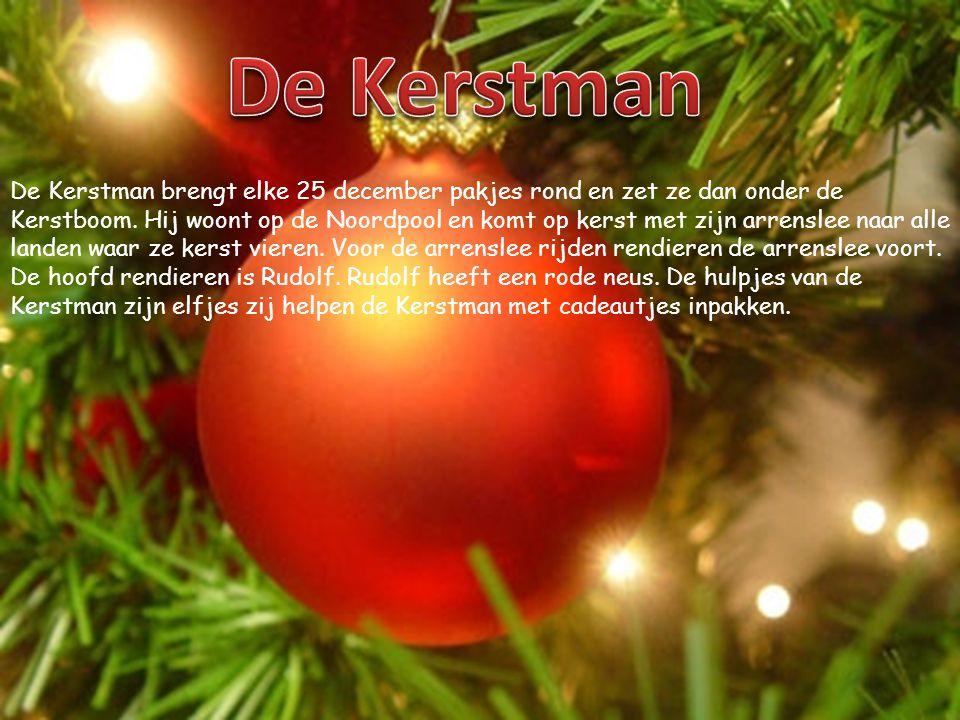 De Kerstman brengt elke 25 december pakjes rond en zet ze dan onder de Kerstboom.