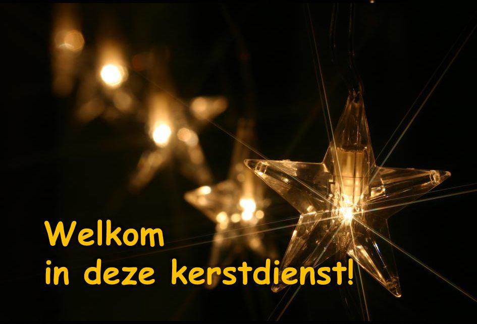 Refrein: Die eerste kerstnacht brak, zo lang verwacht, Gods liefde door met onstuitbare kracht.