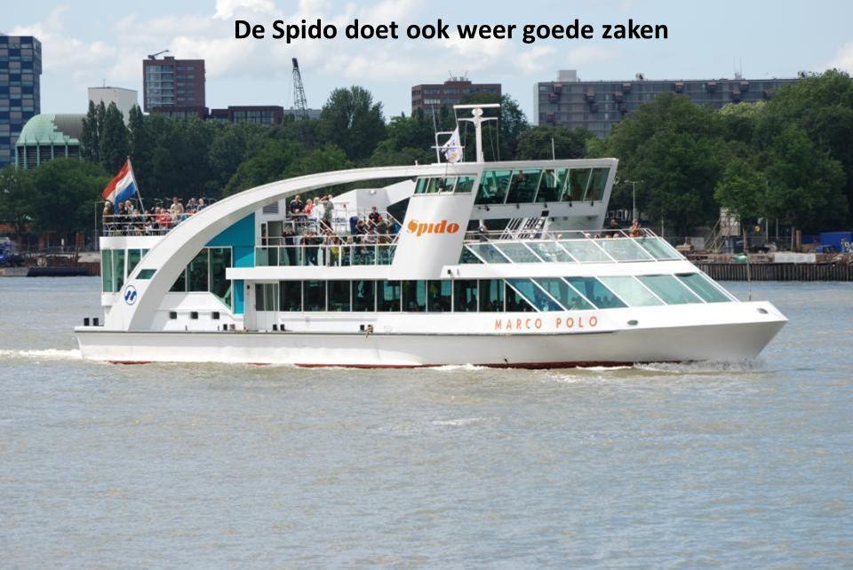 De Waterbus ligt ook weer klaar om naar Dordrecht te varen