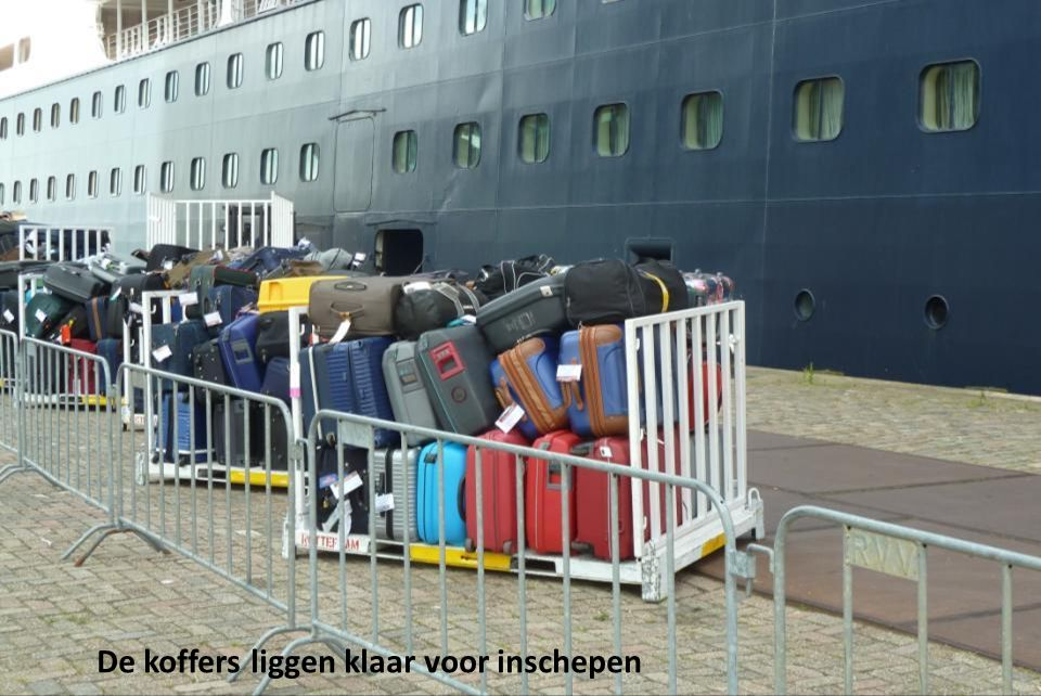 De koffers liggen klaar voor inschepen