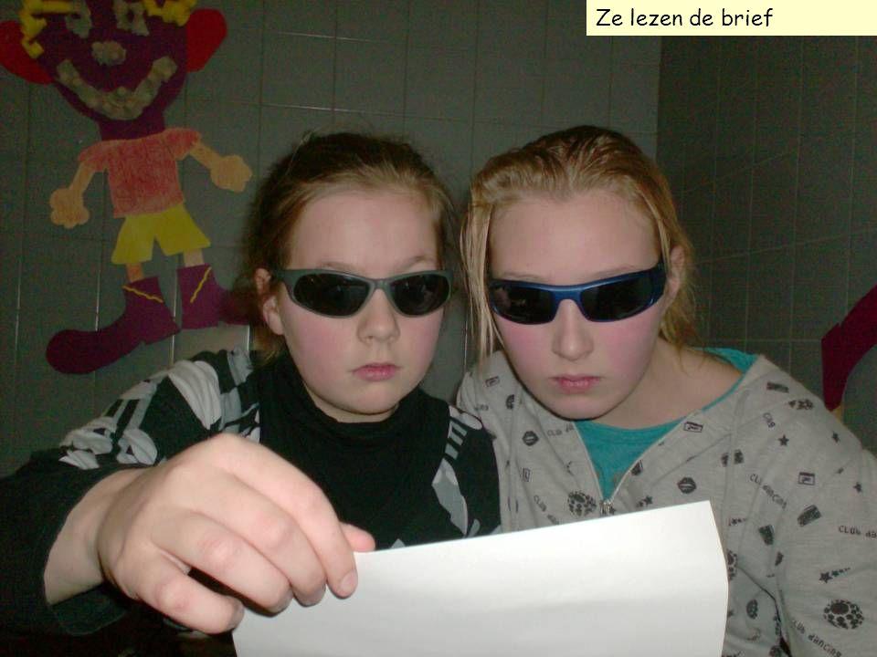 Ze lezen de brief