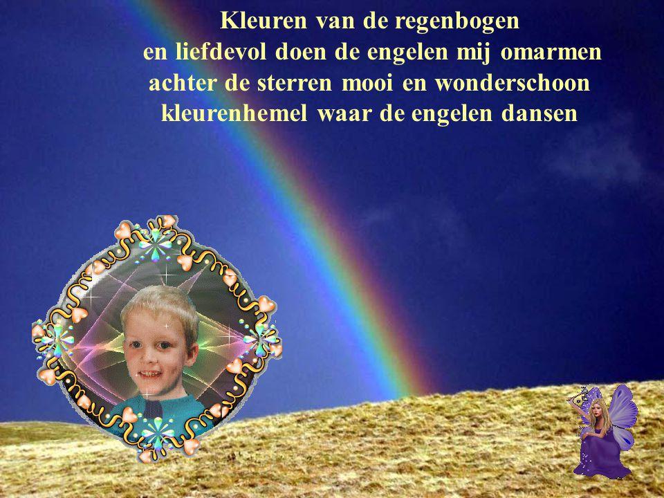 Kleuren van de regenbogen en liefdevol doen de engelen mij omarmen achter de sterren mooi en wonderschoon kleurenhemel waar de engelen dansen
