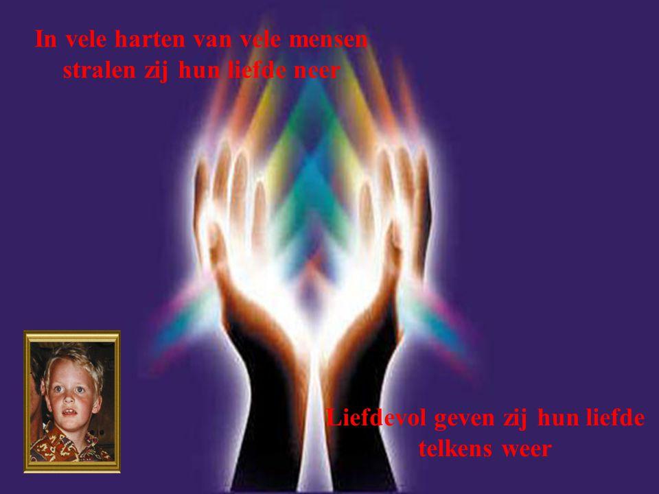 In vele harten van vele mensen stralen zij hun liefde neer Liefdevol geven zij hun liefde telkens weer