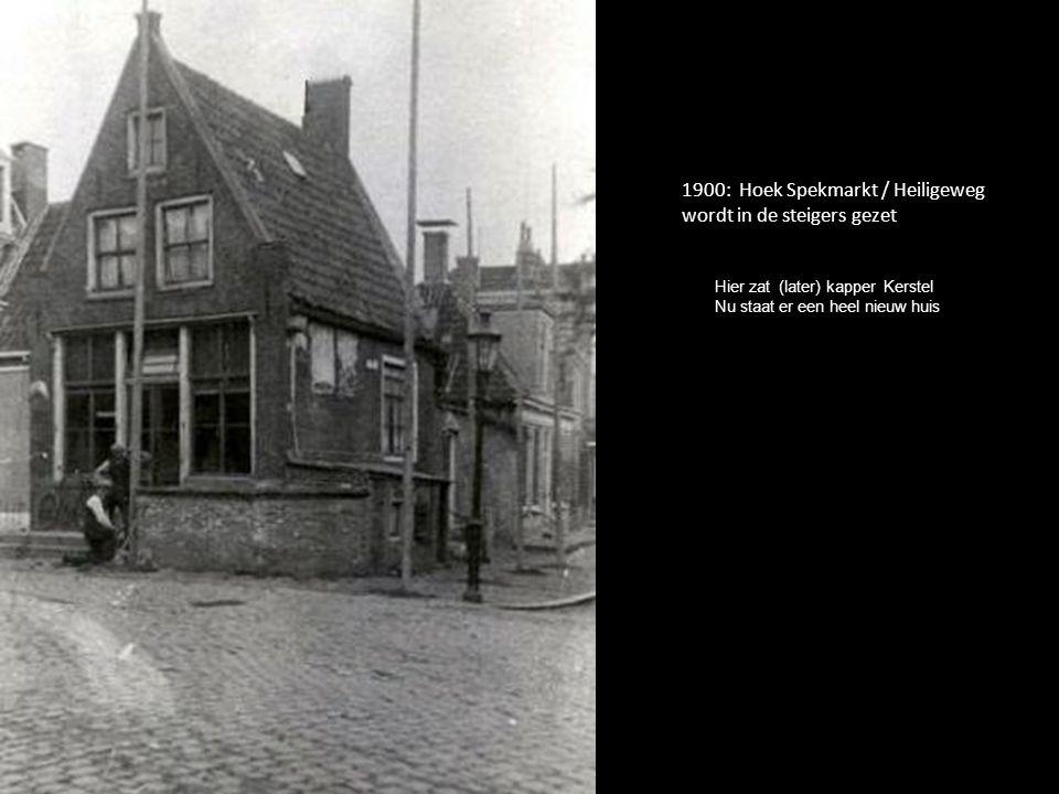 1900: Hoek Spekmarkt / Heiligeweg wordt in de steigers gezet Hier zat (later) kapper Kerstel Nu staat er een heel nieuw huis