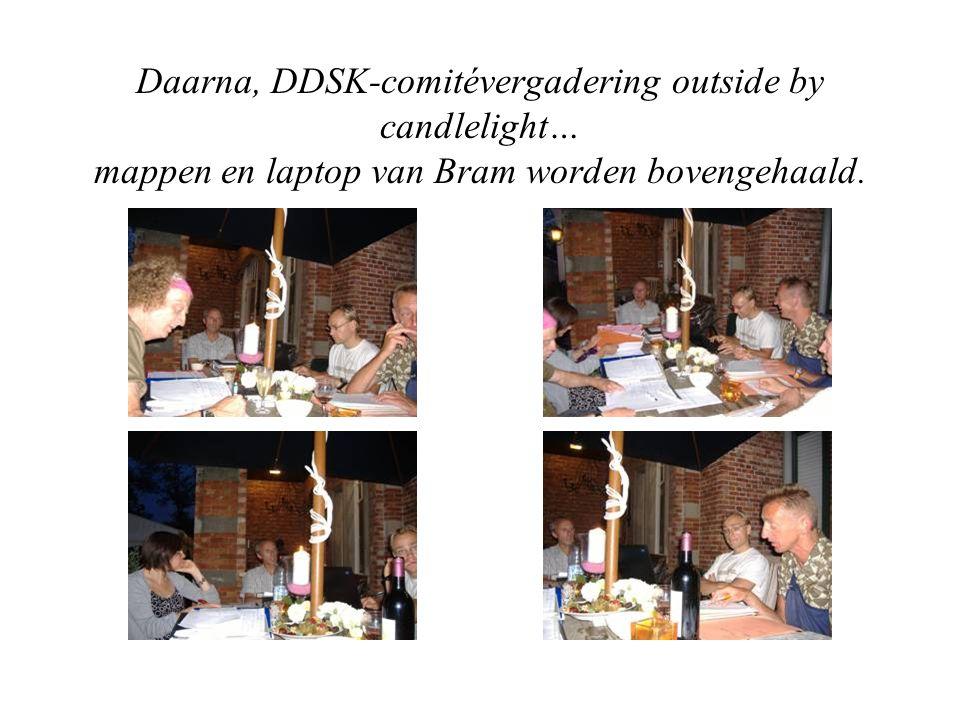 Daarna, DDSK-comitévergadering outside by candlelight… mappen en laptop van Bram worden bovengehaald.