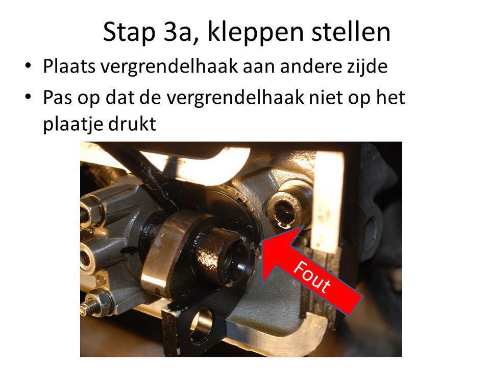 Stap 3a, kleppen stellen • Plaats vergrendelhaak aan andere zijde • Pas op dat de vergrendelhaak niet op het plaatje drukt Fout