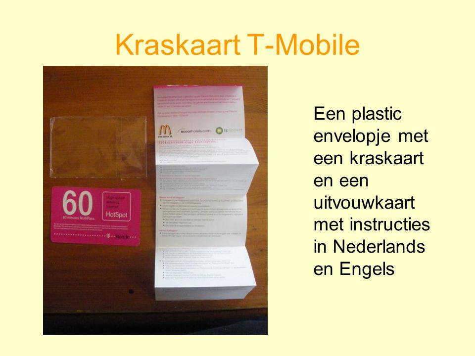 Een plastic envelopje met een kraskaart en een uitvouwkaart met instructies in Nederlands en Engels