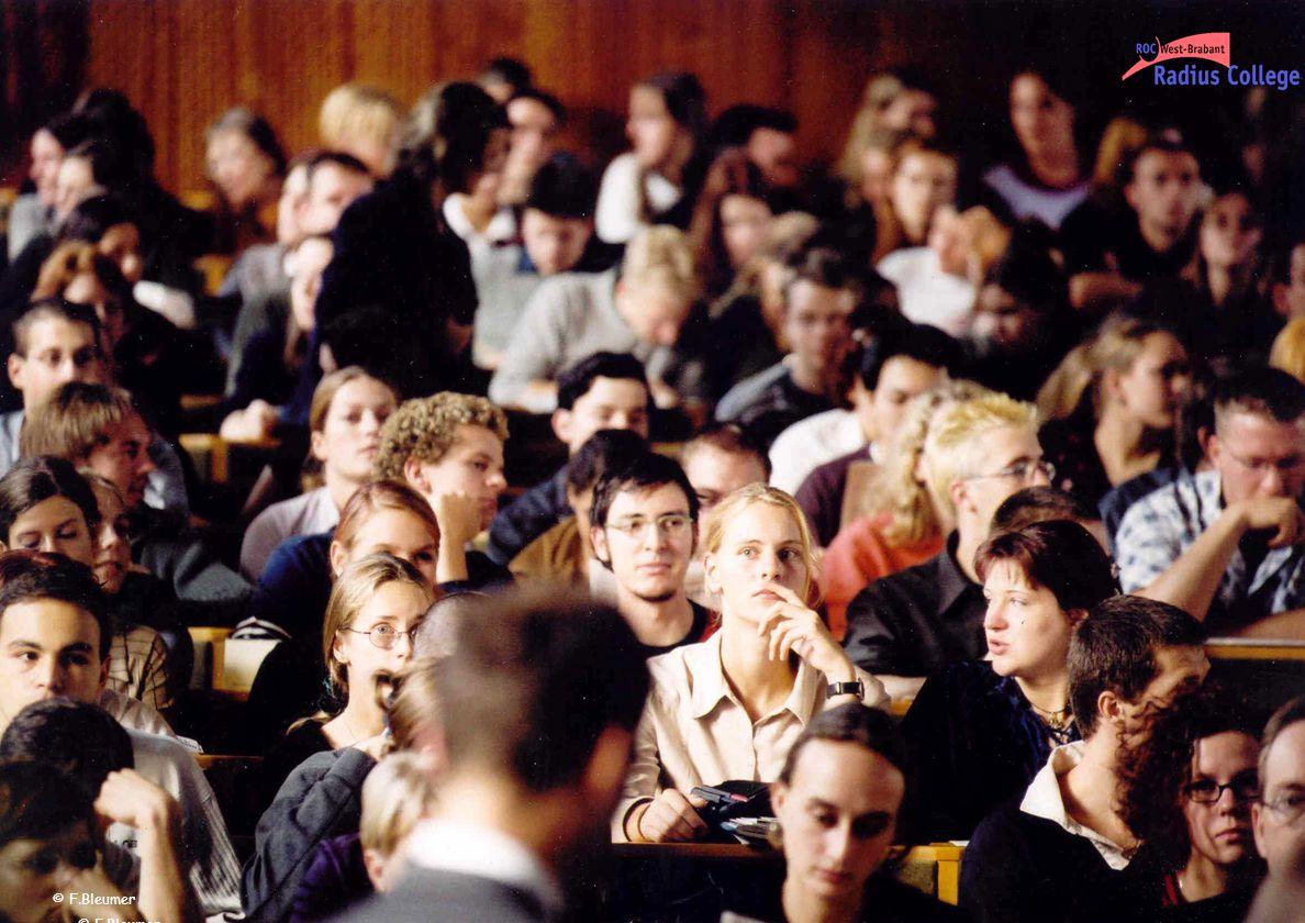 1.Waarom competentiegericht: - veranderende eisen van het bedrijfsleven - nieuwe generatie jongeren - nieuwe inzichten in leren 2.