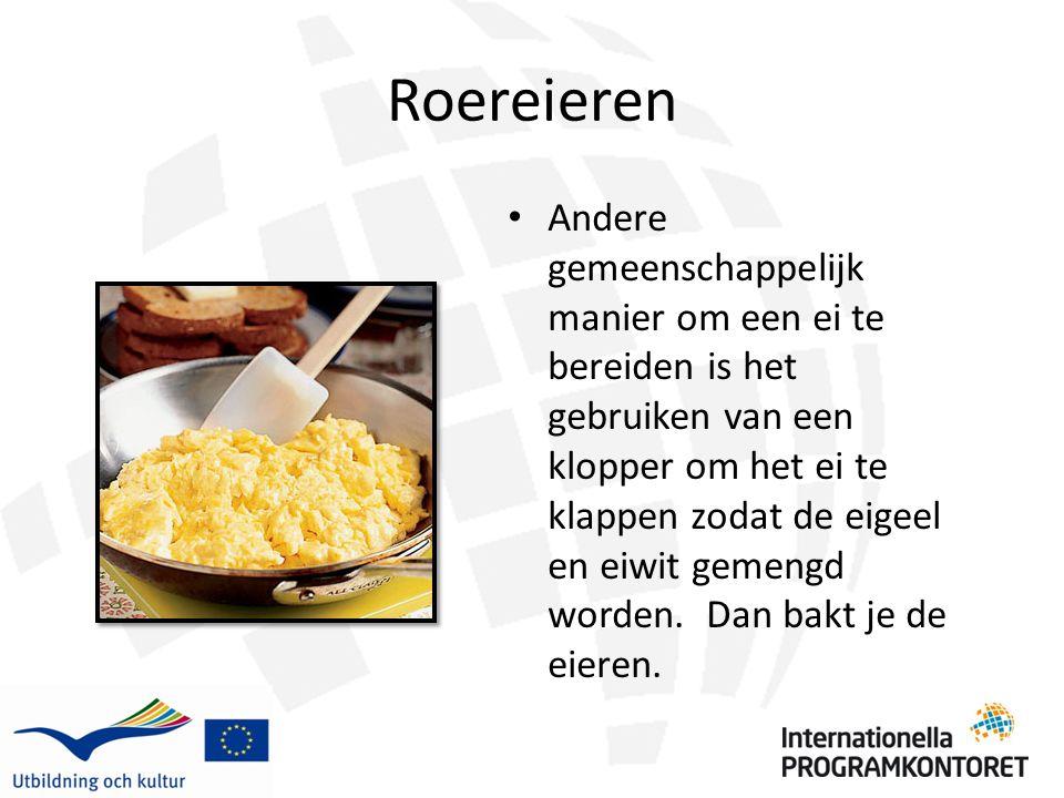 Roereieren Andere gemeenschappelijk manier om een ei te bereiden is het gebruiken van een klopper om het ei te klappen zodat de eigeel en eiwit gemeng