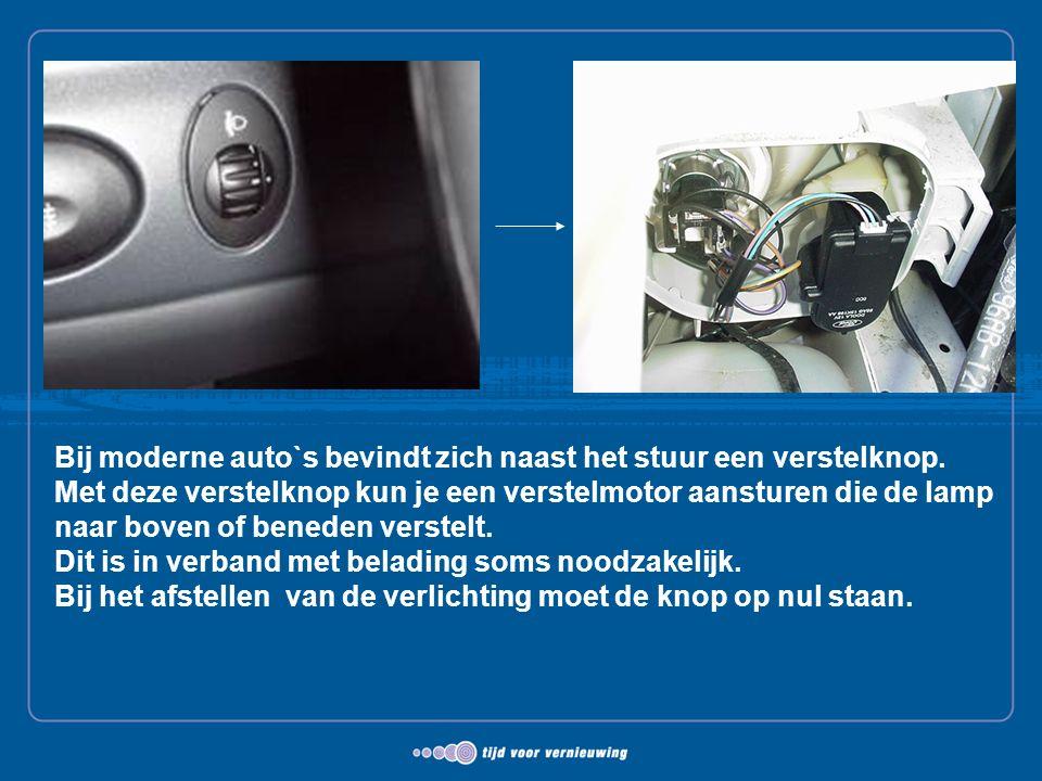 Bij moderne auto`s bevindt zich naast het stuur een verstelknop. Met deze verstelknop kun je een verstelmotor aansturen die de lamp naar boven of bene