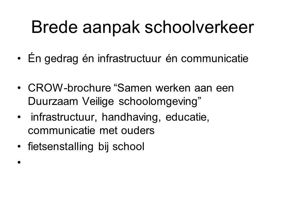 Brede aanpak schoolverkeer Én gedrag én infrastructuur én communicatie CROW-brochure Samen werken aan een Duurzaam Veilige schoolomgeving infrastructuur, handhaving, educatie, communicatie met ouders fietsenstalling bij school