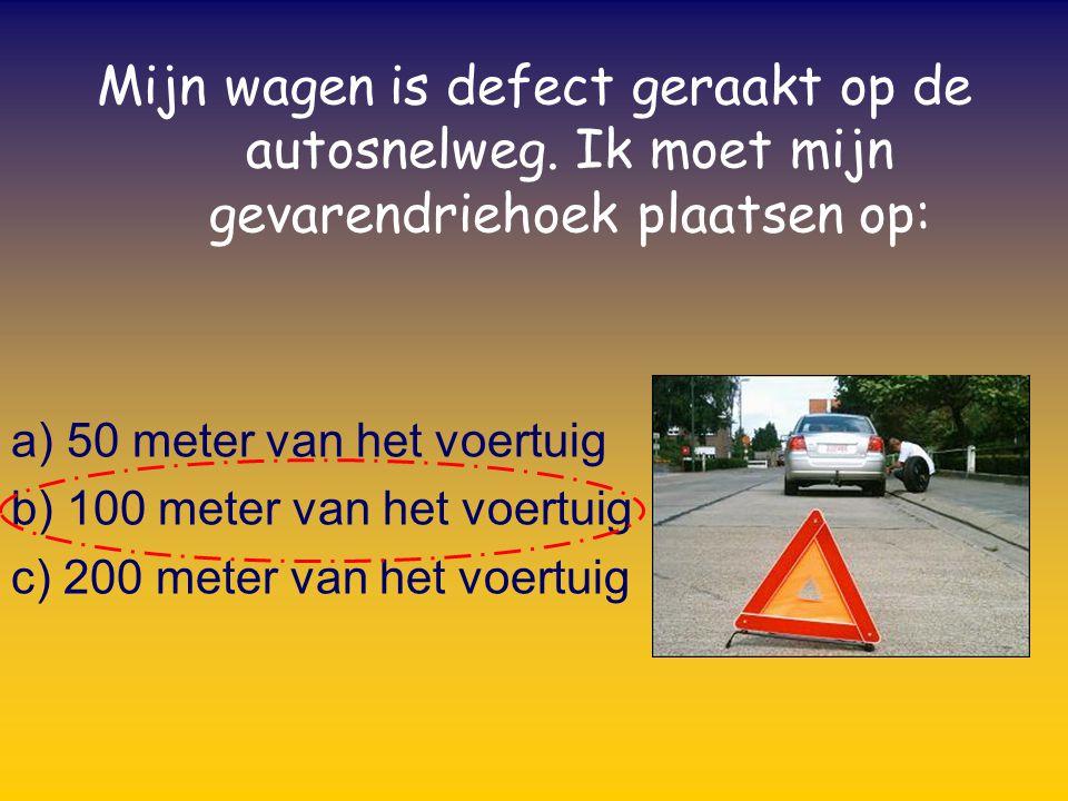 Bij het nemen van een bocht moet je gas bijgeven: a) Voor de bocht b) In de bocht c) Bij het uitgaan van de bocht