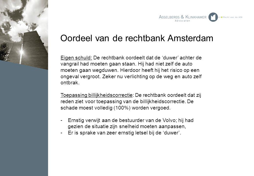 Oordeel van de rechtbank Amsterdam Eigen schuld: De rechtbank oordeelt dat de 'duwer' achter de vangrail had moeten gaan staan. Hij had niet zelf de a