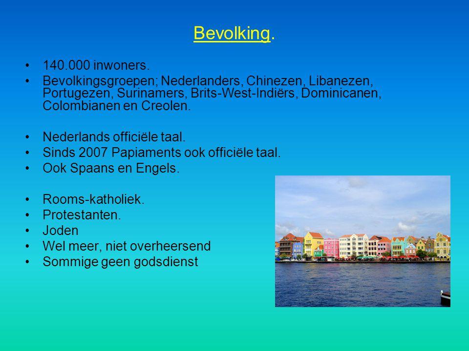 Bevolking. 140.000 inwoners. Bevolkingsgroepen; Nederlanders, Chinezen, Libanezen, Portugezen, Surinamers, Brits-West-Indiërs, Dominicanen, Colombiane